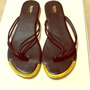 Mossimo Black and gold flip flops
